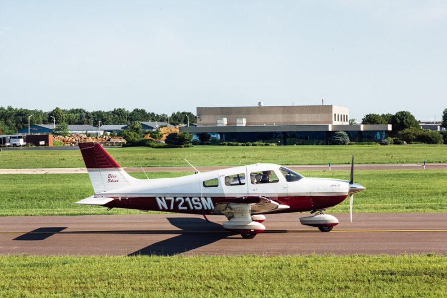 Blue-Skies-Pilot-Shop-Flight-School-Training-N721SM-Plane-Propellor-Lake-in-the-Hills