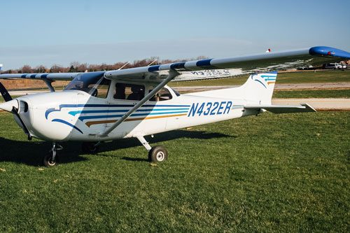 Blue-Skies-Flying-Services-Pilot-Shop-N432ER