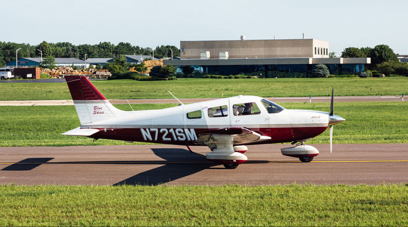 Blue-Skies-Flying-Services-Pilot-Shop-Fly-Ground-School-Cessna-N721SM