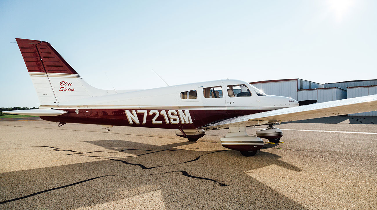 Blue-Skies-Flying-Services-Pilot-Shop-Fly-Ground-School-Maintenance-N721SM-Cessna-Airport