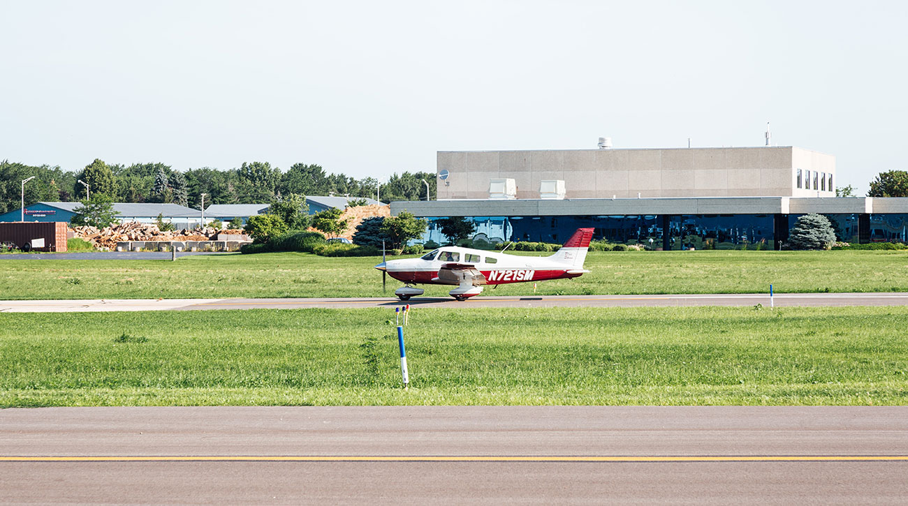 Blue-Skies-Flying-Services-Pilot-Shop-Fly-Instruction-School-Cessna-N721SM