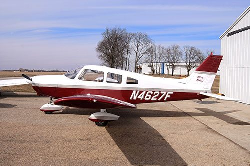 Blue-Skies-Flying-Services-Pilot-Midwest-Flight-School-Lake-in-the-Hills-McHenry-County-Airport-N4627F