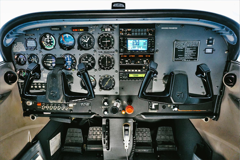 N456ER_1998-Cessna-172R-Cockpit