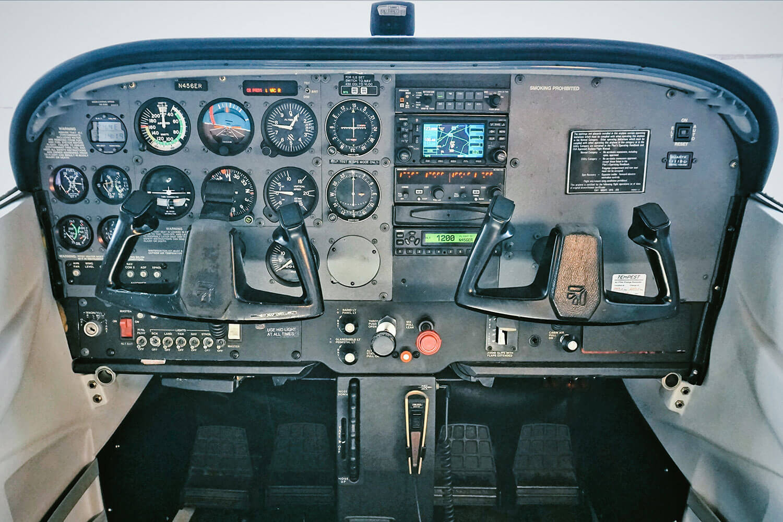 Blue-Skies-Flying-Services-Cesna-N456ER-Plane_Panel