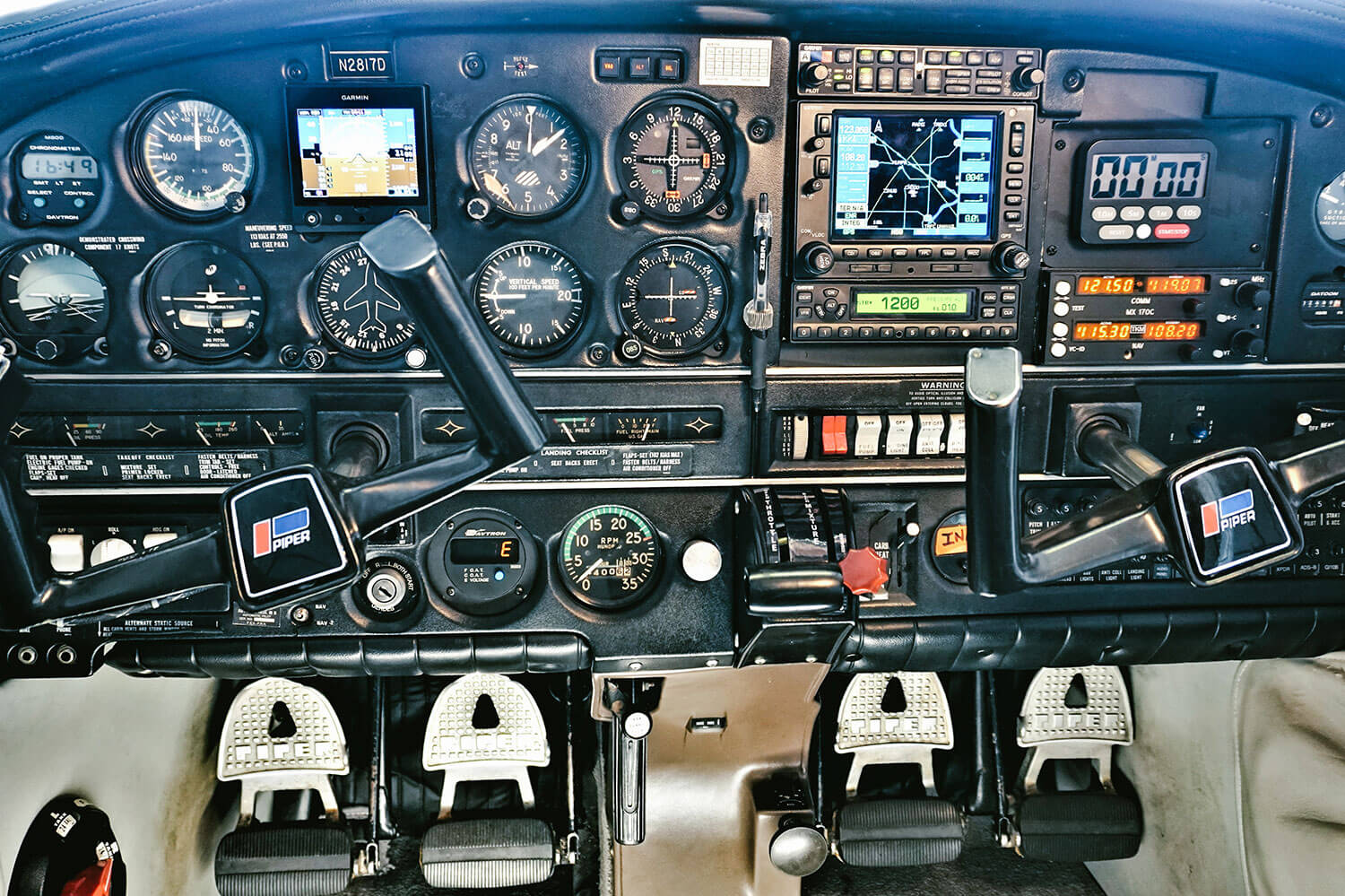 Blue-Skies-Flying-Services-Cockpit-Panel-Bluetooth-Piper-Archer-N2817D-Plane